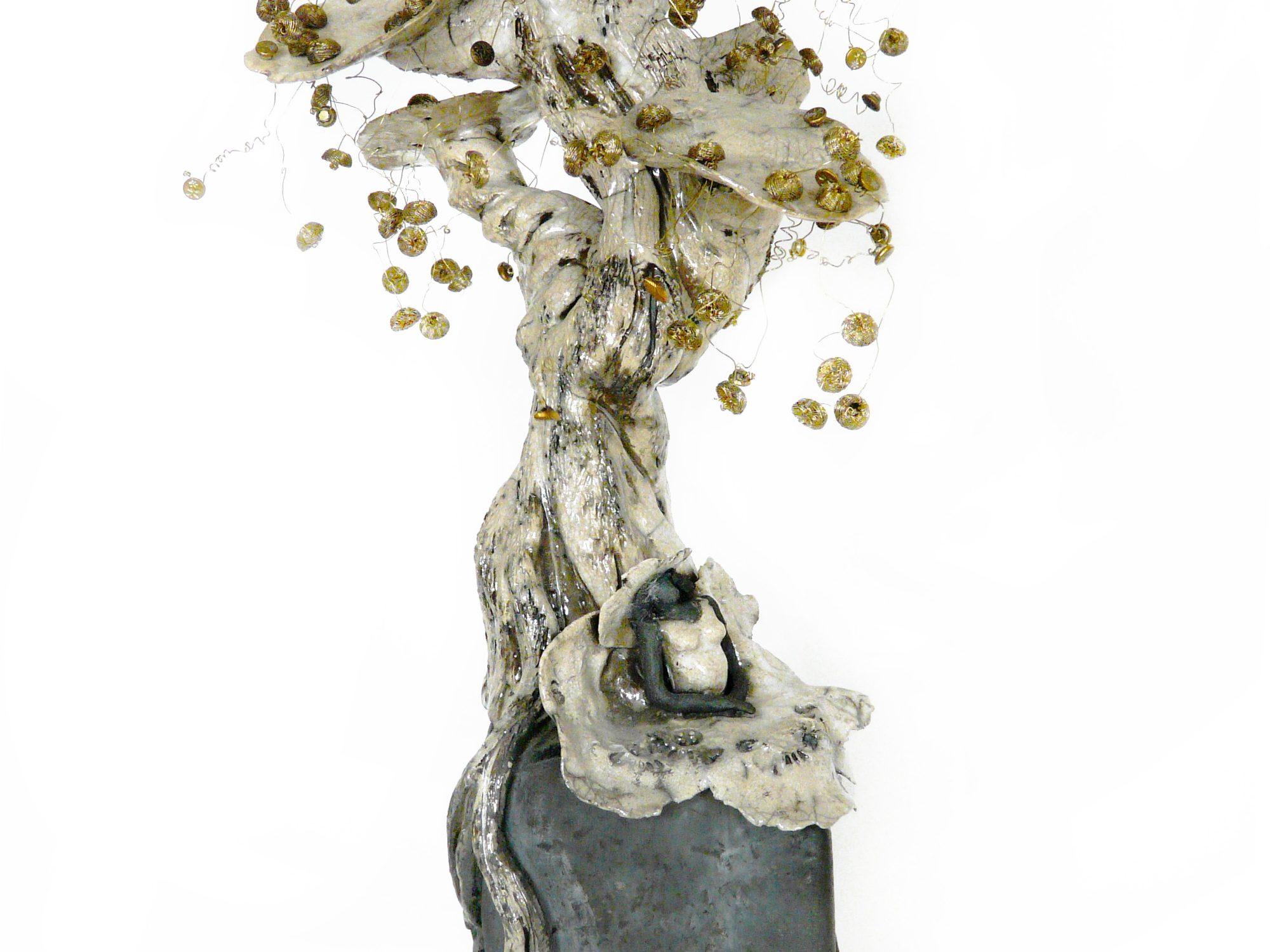 Petite pause sous le Bouton d'or en fleurs - Grès - Raku - Boutons ornementaux brodés en fil d'or du XIXème - Sculptures céramique de Florence Lemiegre