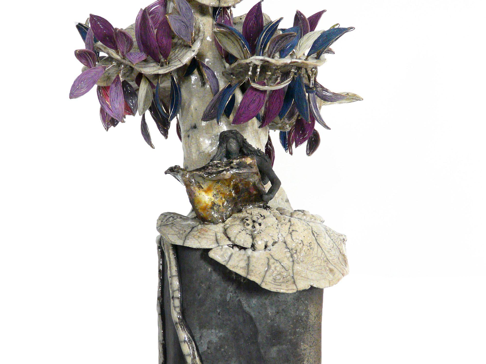 Lecture sous le Plumier en fleurs - Grès – Raku - Fils d'argents et fils de soie colorés - Sculptures céramique de Florence Lemiegre