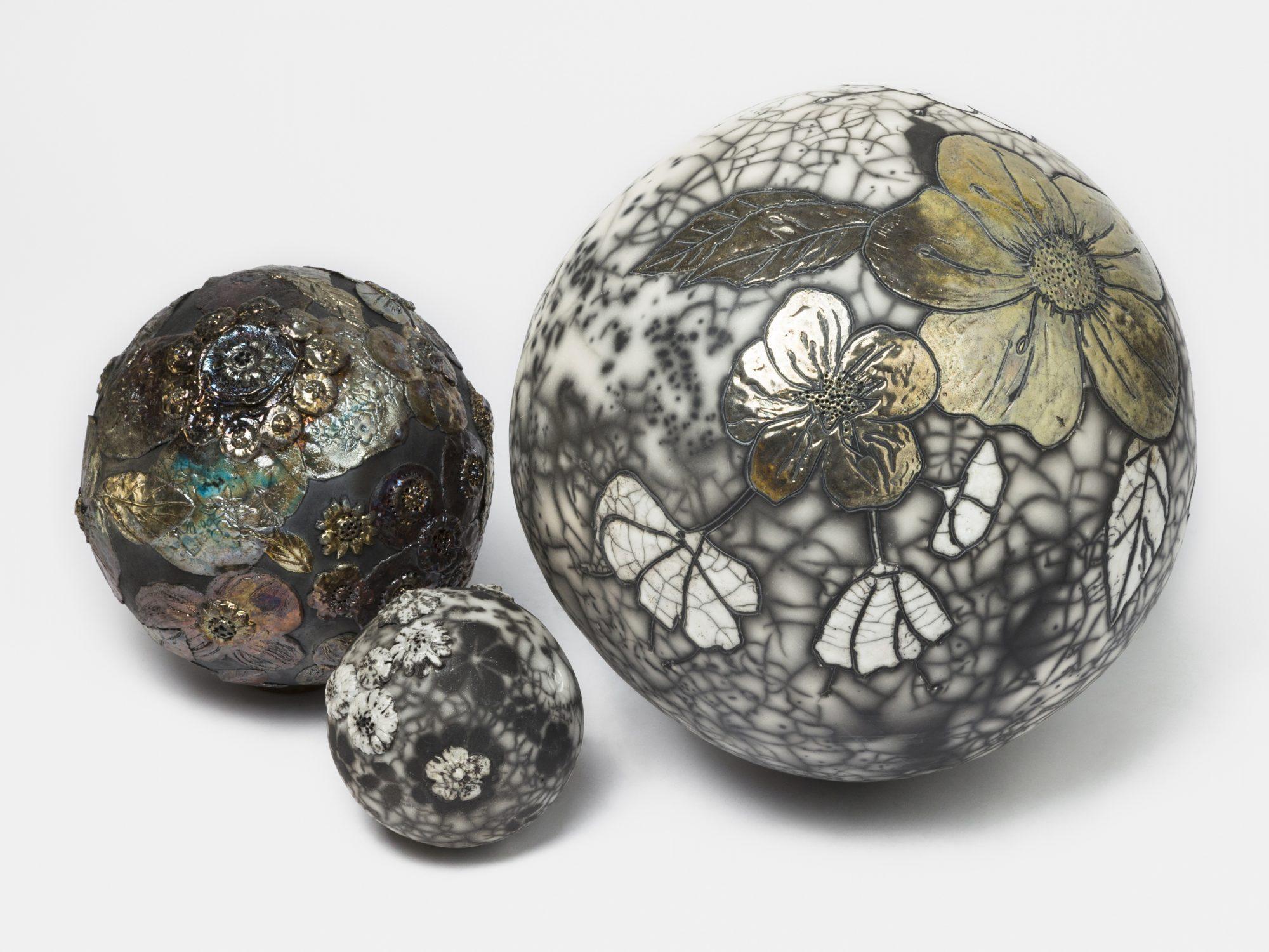 Les Moons - Installation - Grès - Raku et raku nu - Sculptures céramique de Florence Lemiegre