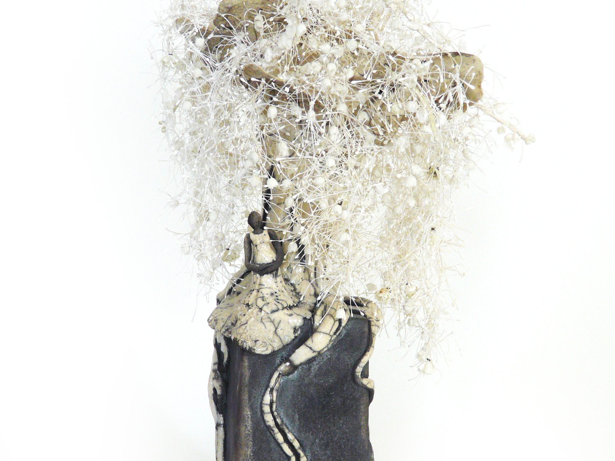 Cueillette sous le Muguetier en fleurs - Grès – Raku - Étamines du Moulin de la Fleuristerie - Sculptures céramique de Florence Lemiegre