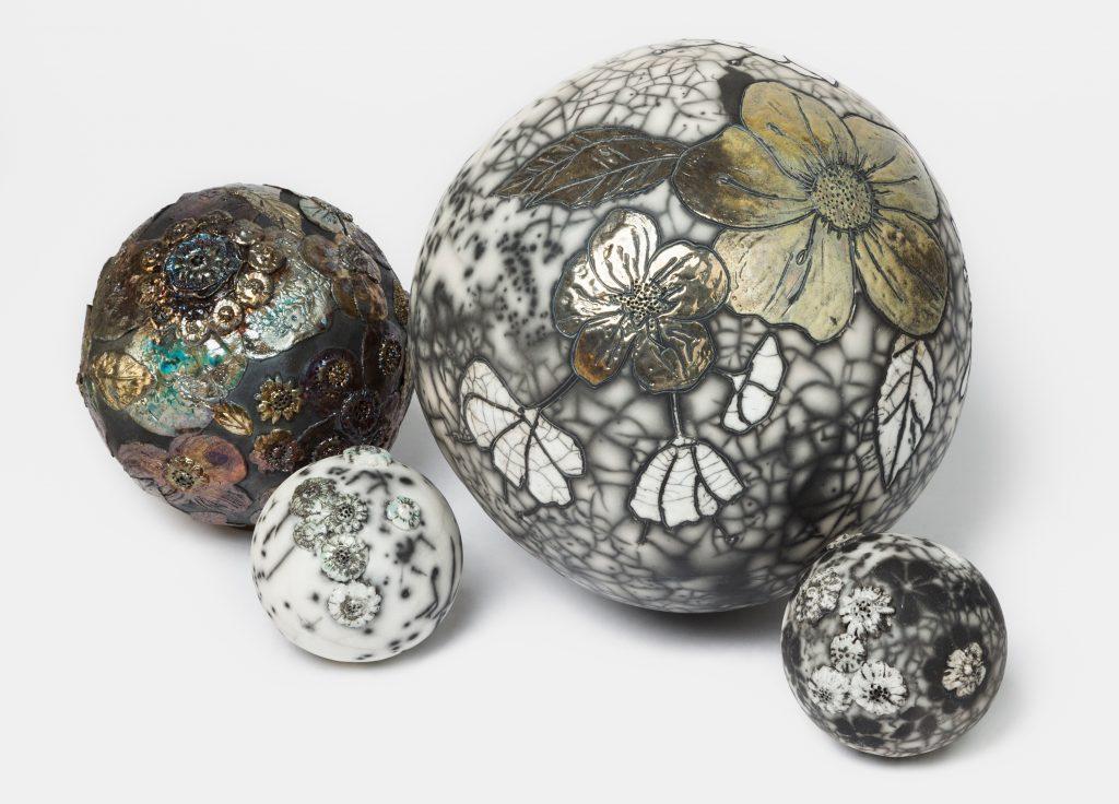 Installation Moons d'hiver - Prix de la sculpture 2017 - Les Amis du Salon d'Automne de Paris - France - Sculptures céramique de Florence Lemiegre